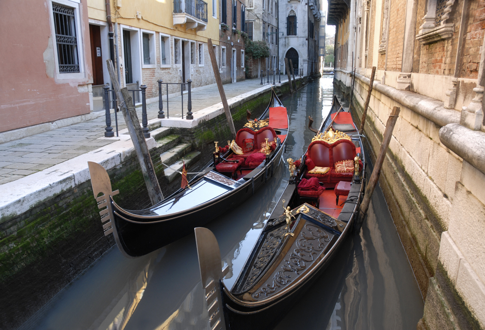 Les gondoles rouges @Cjy