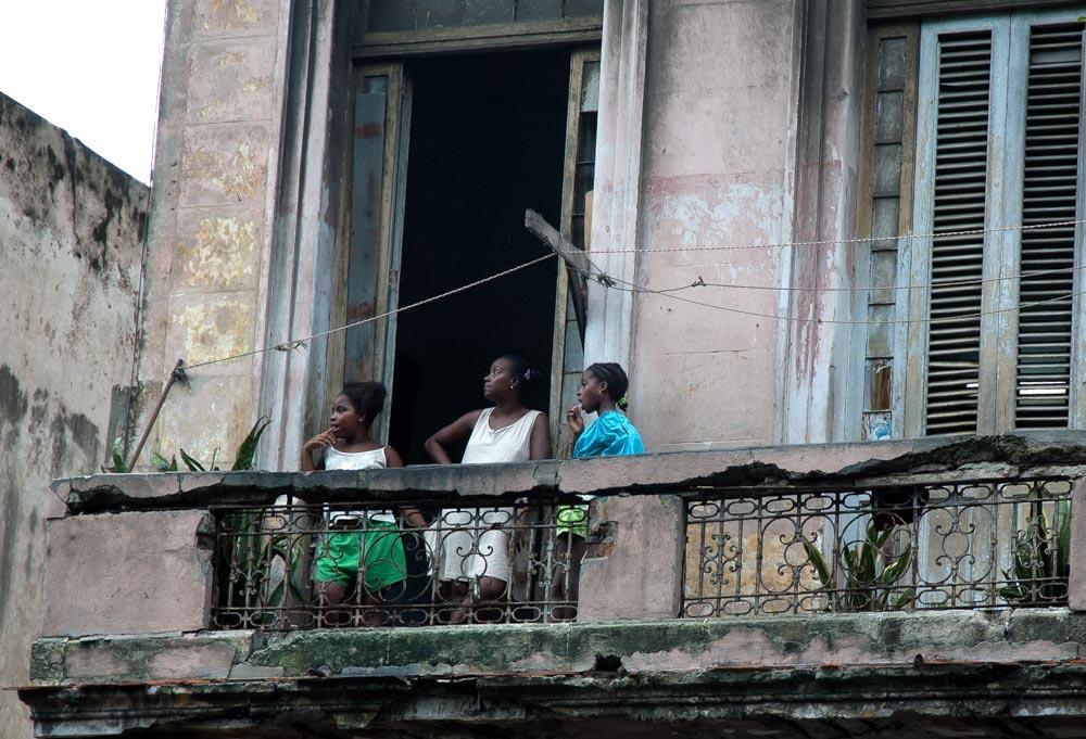 3 filles au balcon  - ©Cjy